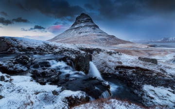 Картинка природа горы небо водопад снег скалы kirkjufell исландия вулкан гора вечер облака зима