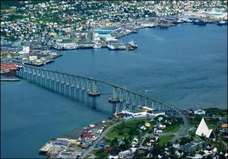 обоя города, - мосты, река, дома, норвегия, tromsо, мост, вид, сверху