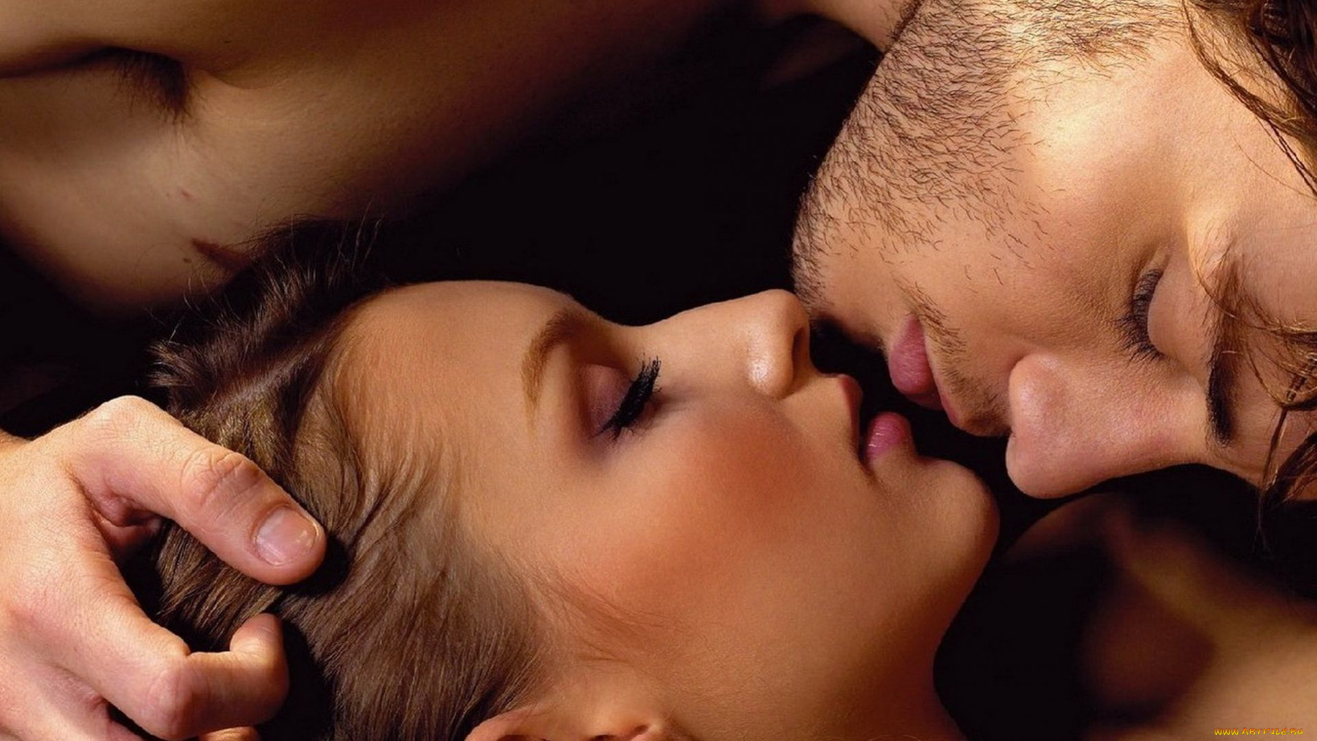 Картинка нежный поцелуй для мужчины