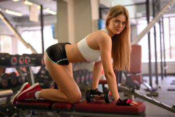 обоя спорт, фитнес, бедра, тренажерный, зал, beauty, кроссовки, майка, ножки, блондинка, sexy, антон, печкуров, портрет, hair, поза, перчатки, perfect, гантели, длинноволосая, девушка, тренировка, шорты, тело, fitness, прелесть, стройная, фигура, взгляд