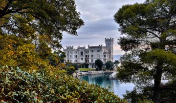 обоя miramare castle, города, - дворцы,  замки,  крепости, побережье