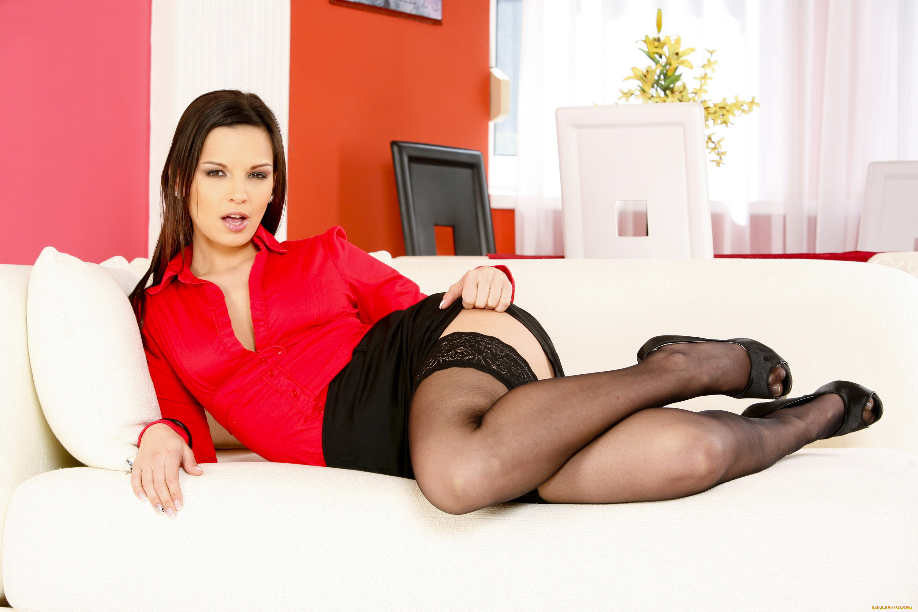 Svelte babe in stockings Leanna Sweet slipping off her suit and lingerie № 932510 бесплатно