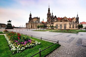 обоя города, берлин , германия, площадь, клумбы, цветники, памятник