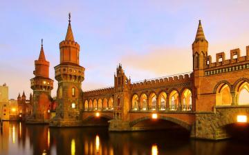 обоя города, берлин , германия, вечер, башни, мост, река, отражение