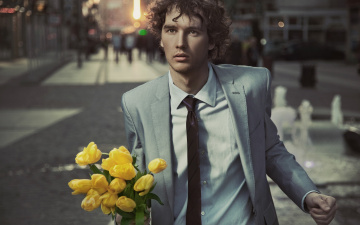 Картинка мужчины -+unsort тюльпаны цветы взгляд улица кареглазый парень люди