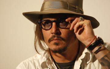 Картинка мужчины johnny+depp перстень шляпа очки