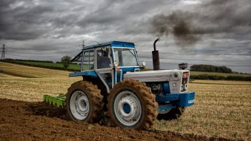 Картинка техника тракторы трактор поле