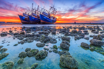 Картинка корабли парусники берег рассвет пейзаж корабекрушение сели на мель океан