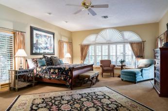 обоя интерьер, спальня, картина, окна, подушки, лампа, кровать, комод, ковер, дизайн, кресло