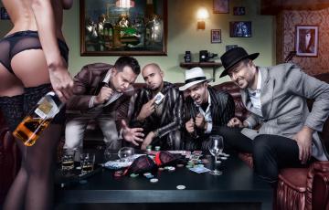 Картинка мужчины unsort компания игра карты азарт девушка виски