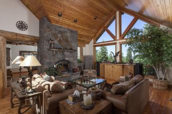 Картинка интерьер гостиная камин диван
