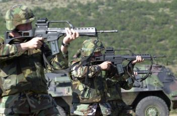 Картинка оружие армия спецназ камуфляж автоматы стрелки