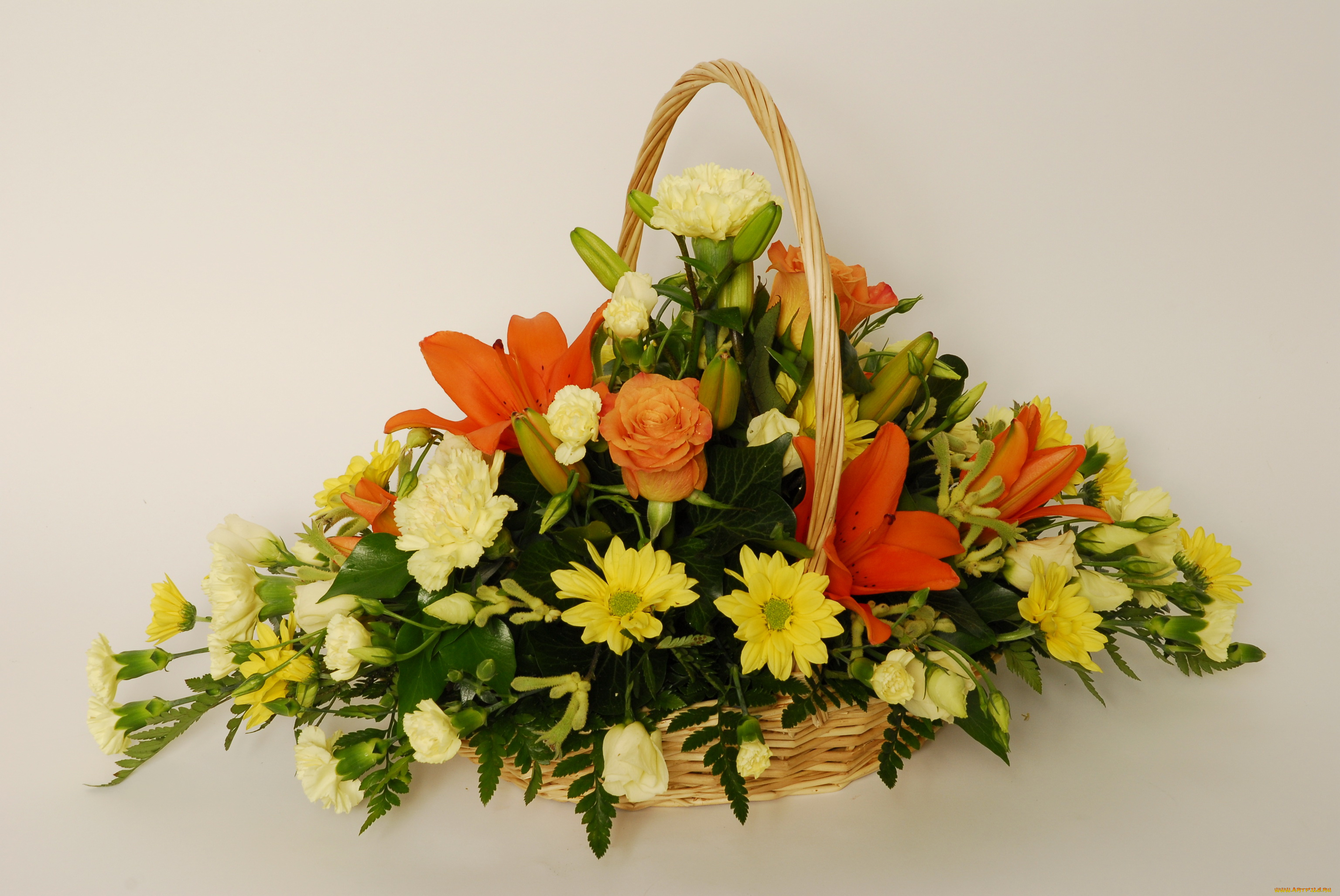 Готовые букет и композиция из цветов, гвоздики купить букет