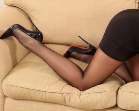 обоя jessika jinx, девушки, -unsort , женские прелести, колготки, короткое, платье, туфли, лодочки, красивые, ножки, шпилька, высокий, каблук