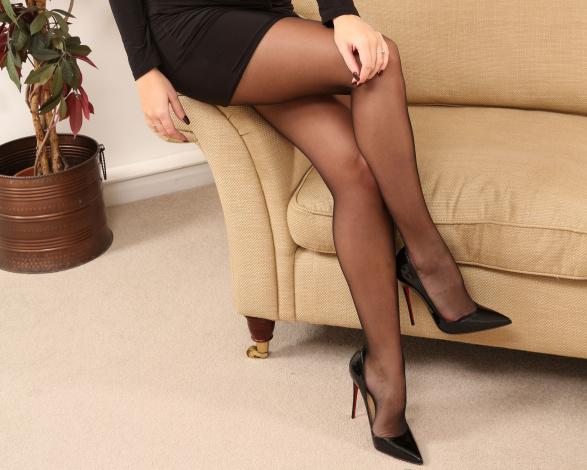 Фото женских ножек в чулках и туфельках 96481 фотография