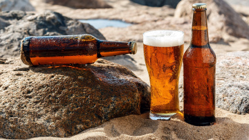 обоя еда, напитки,  пиво, пиво, бокал, бутылки, камни