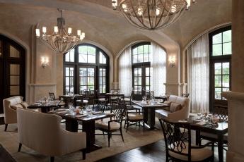 Картинка интерьер кафе рестораны отели столики стулья сервировка окна люстры