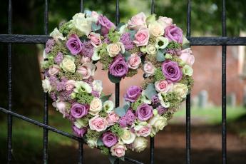 Картинка цветы букеты композиции сердце ограда розы эустома