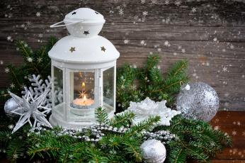 Картинка праздничные -+разное+ новый+год еловые ветки декорация композиция снежинки шарики украшения фонарь