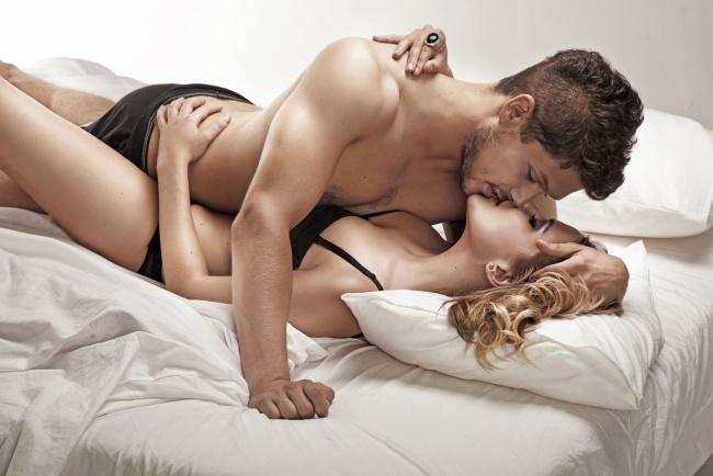 Девушка в постели картинки #3