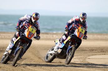 Картинка спорт мотокросс жара день гонка поворот dakar red bull два мотоцикл