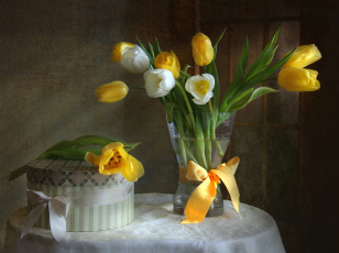 Картинка цветы тюльпаны коробка букет
