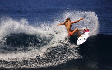 обоя спорт, серфинг, доска, волна, поза, девушка