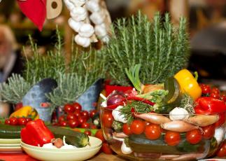 обоя еда, овощи, цуккини, лук, чеснок, перец, помидоры, черри