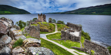 Картинка urquhart+castle+&+loch+ness +scottish+highlands города -+пейзажи простор