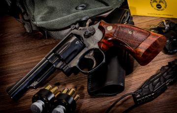 обоя daily basics flashed, оружие, револьверы, ствол
