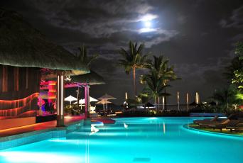 Картинка интерьер бассейны открытые площадки маврикий луна пальма небо