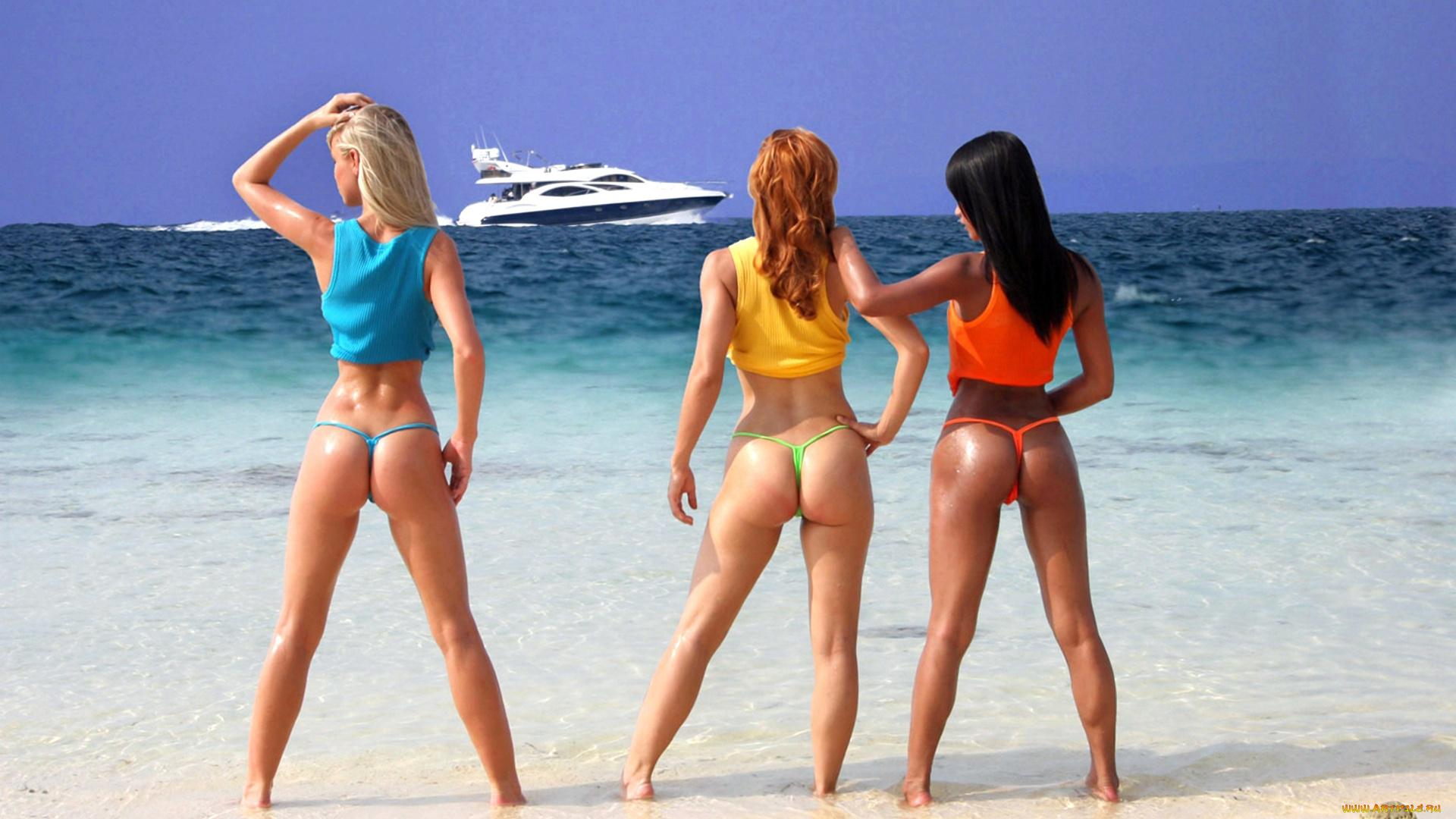 Стринги на отдыхе, Девушки в прозрачных купальниках на пляже частное 15 фотография