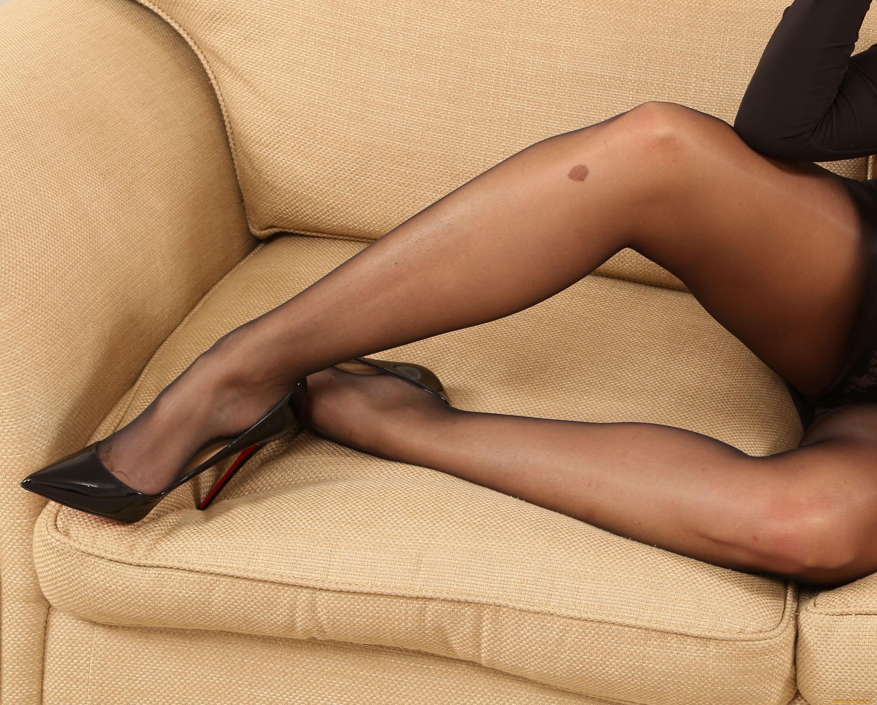 Капроне сексуальные блондинок стопы ног видео в