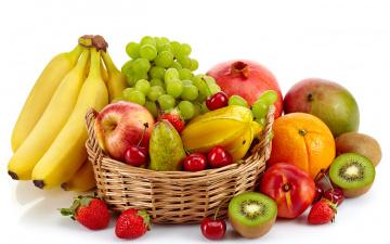 обоя еда, фрукты,  ягоды, клубника, бананы, виноград, яблоки, вишня, груша, корзина, апельсин, белый, фон, ягоды, гранат, киви