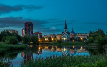 обоя города, санкт-петербург,  петергоф , россия, пулково, дома, деревья, огни, церковь, вечер, небо, трава, пруд