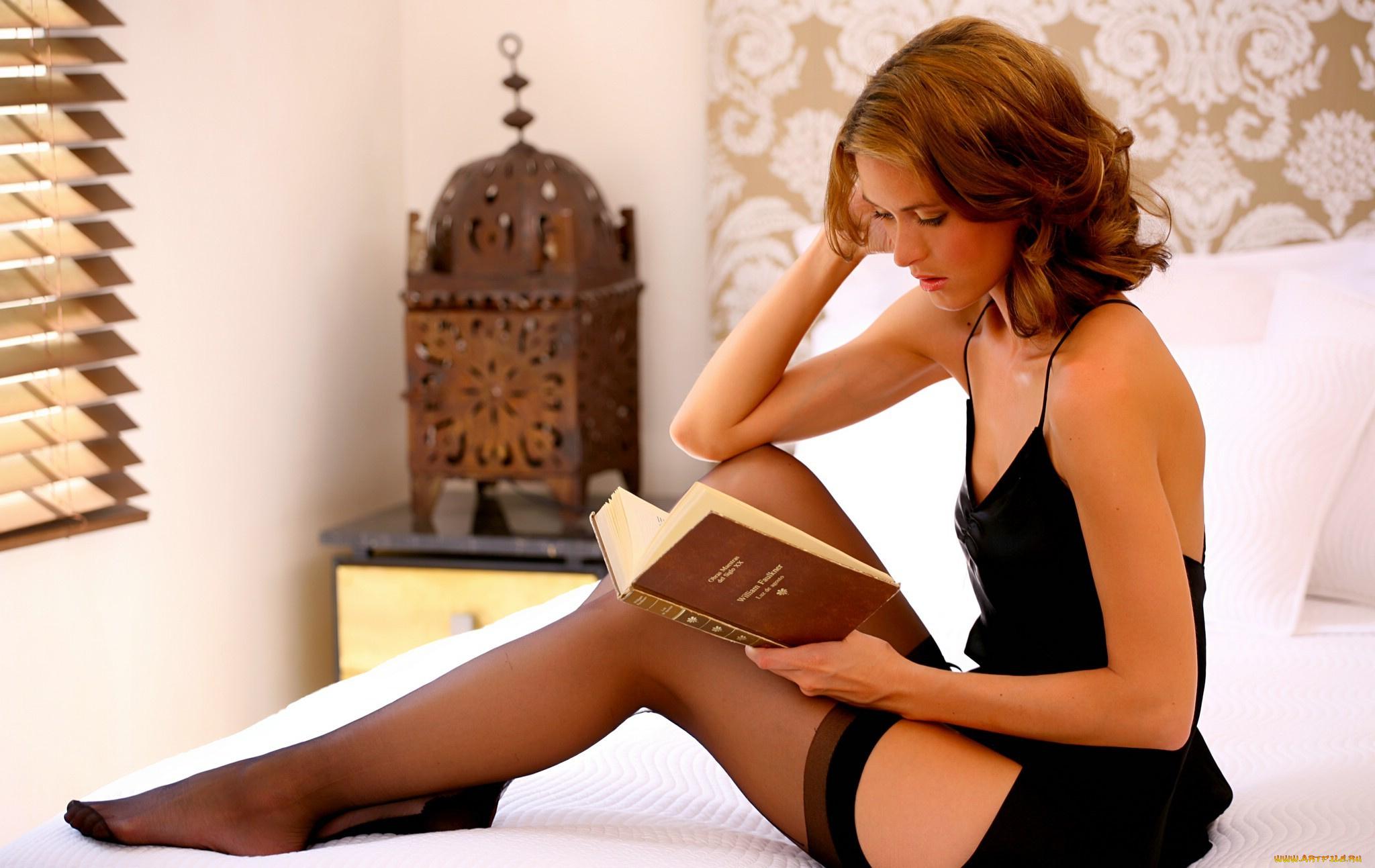Сексуальные женщины и молодые девки полны желания раздеться  280110
