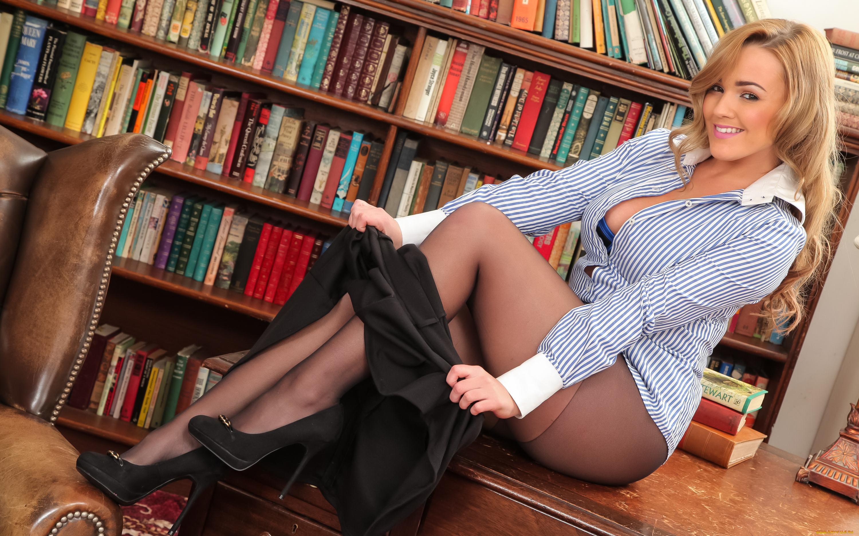 Фотографии женщин в юбках, Сексуальные девушки в мини платьях (45 шт) 9 фотография