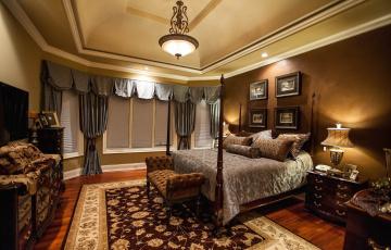 Картинка интерьер спальня шторы кровать