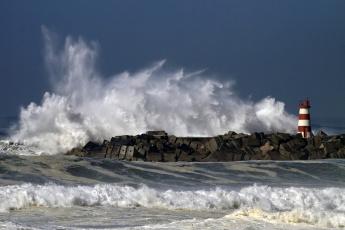 Картинка природа стихия волны маяк