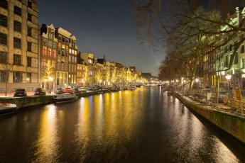 обоя амстердам, города, амстердам , нидерланды, фонари, здания, машины, катер, водоем