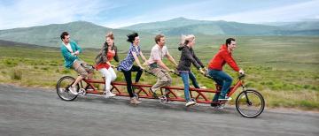 Картинка разное люди девушки велосипед веселье путешествие мужчины