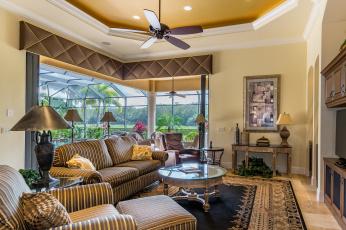 Картинка интерьер гостиная кресло столик лампы диван дизайн