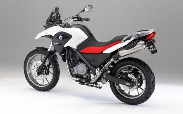 Картинка мотоциклы bmw g-650 белый красный 2010 gs
