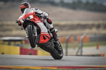 Картинка спорт мотоспорт трек скорость гонки
