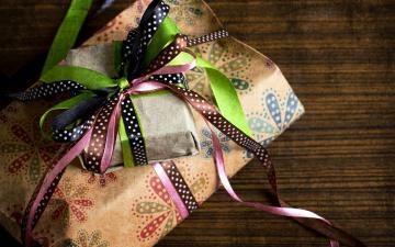обоя праздничные, подарки и коробочки, банты
