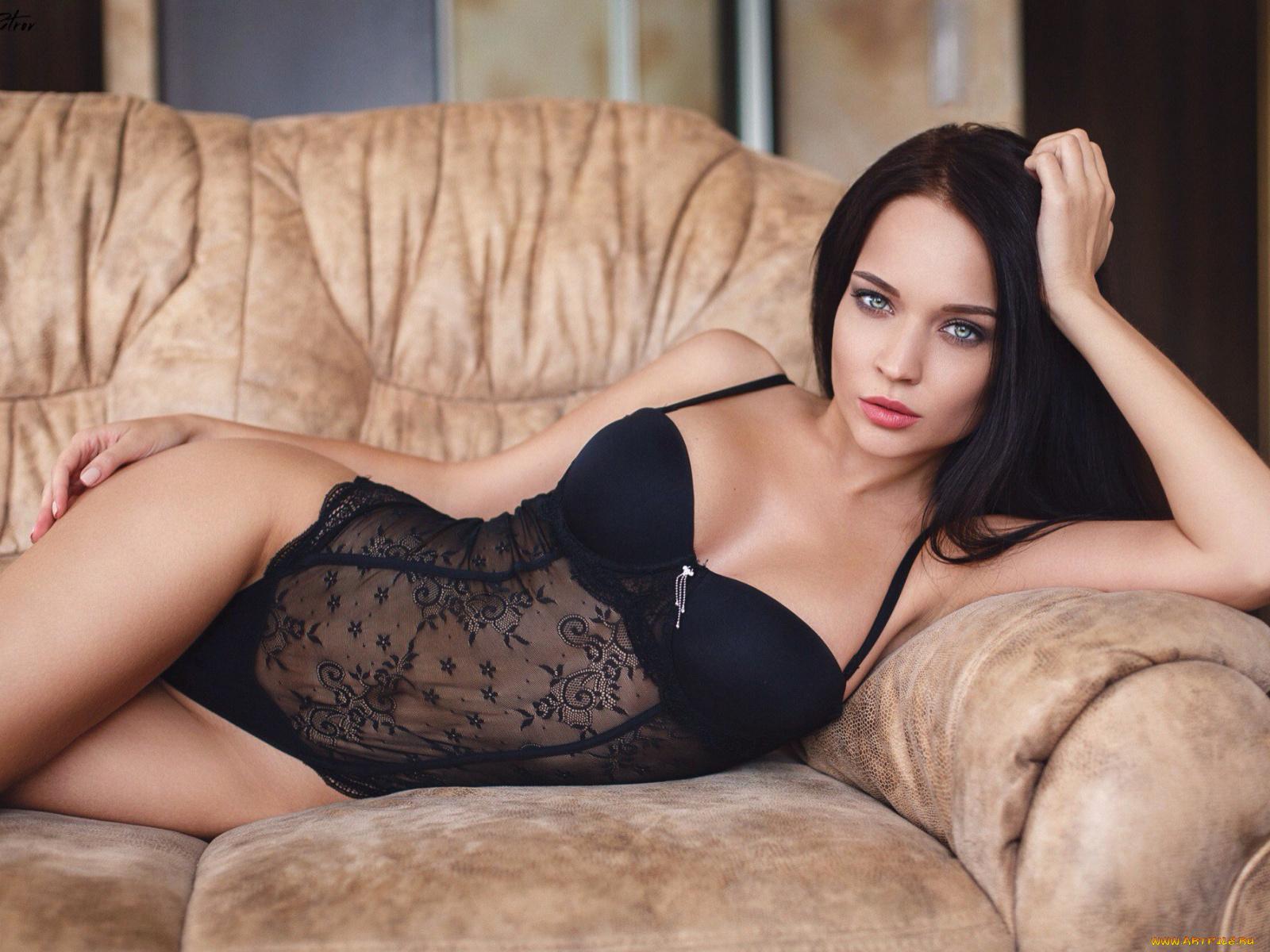 голая ангелина блондинка порно модель