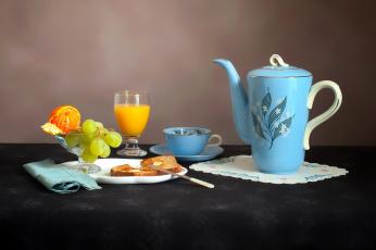 обоя еда, натюрморт, хлеб, Чашка, тарелка, бокалы, Чайник, сок, виноград, мандарины