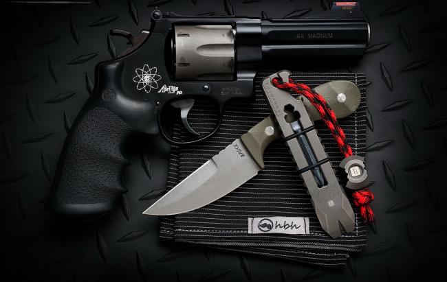 Обои картинки фото оружие, нож, пистолет