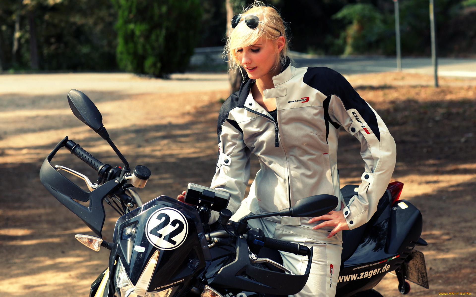 Фото девушек на байках, Прекрасные девушки на шикарных мотоциклах (80 фото) 17 фотография