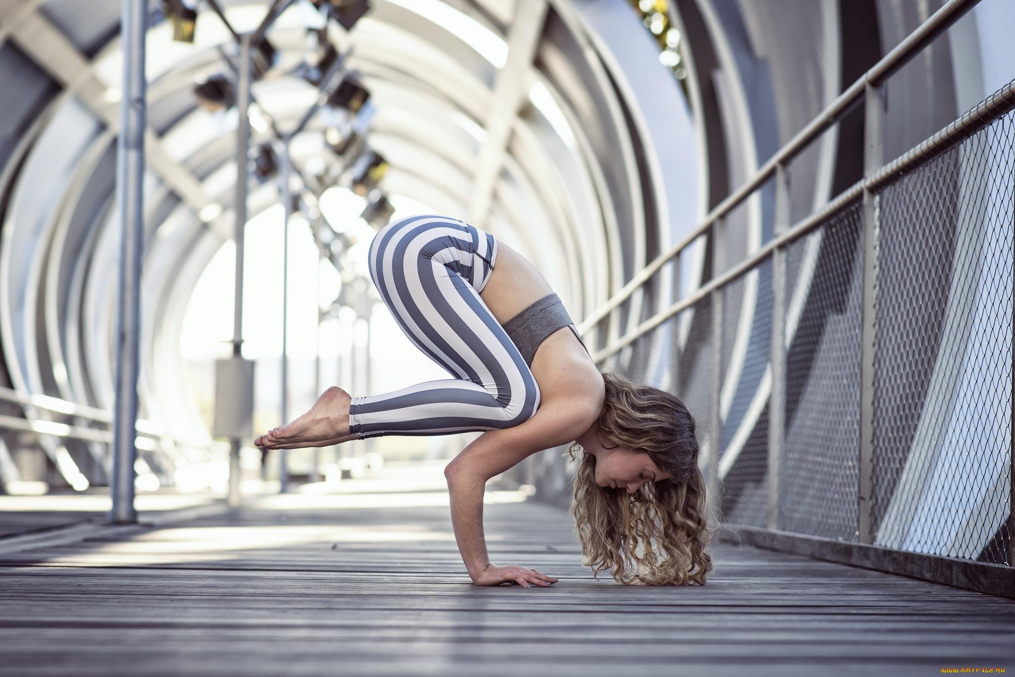 Фото девушек в стойке мостик, Фото подборка эротики как голые девушки делают мостик 12 фотография